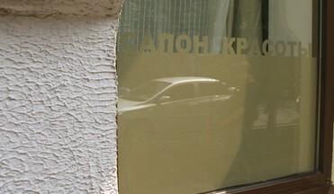 Наклейки на стекло