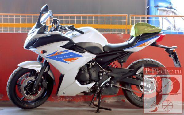 Наклейка на мотоцикл
