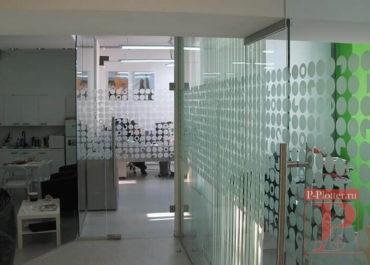 tonirovka-peregorodok-v-ofise